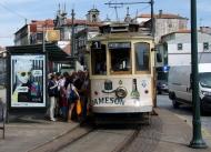 Miniatuur tramlijntje langs de Douro in Porto